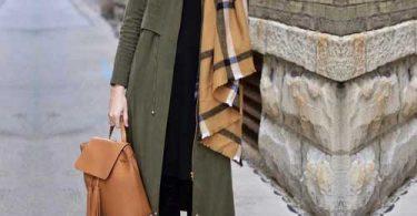 Yeşil trençkot battaniye şal kombini