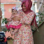 Çiçekli anne kız elbiseleri