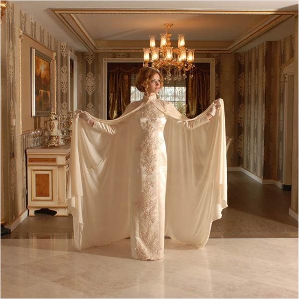 Pelerinli beyaz sünnet annesi kıyafeti