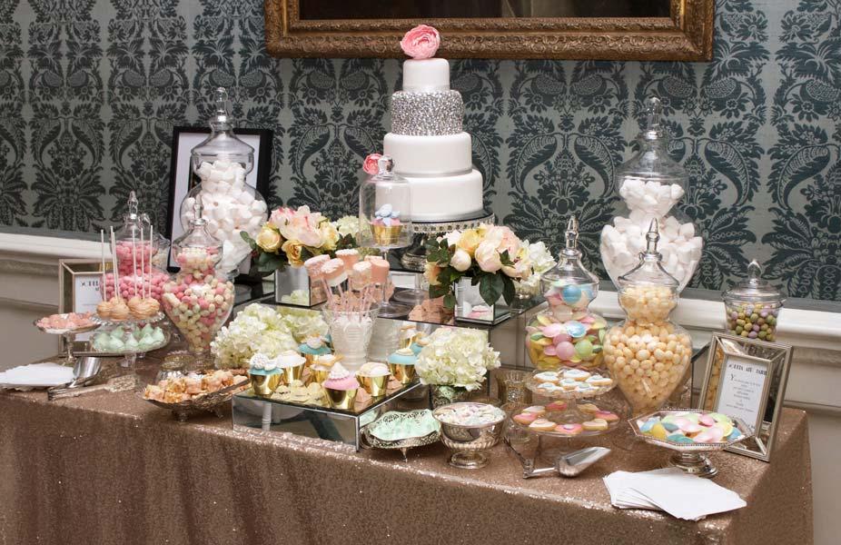 Pastel nişan masası