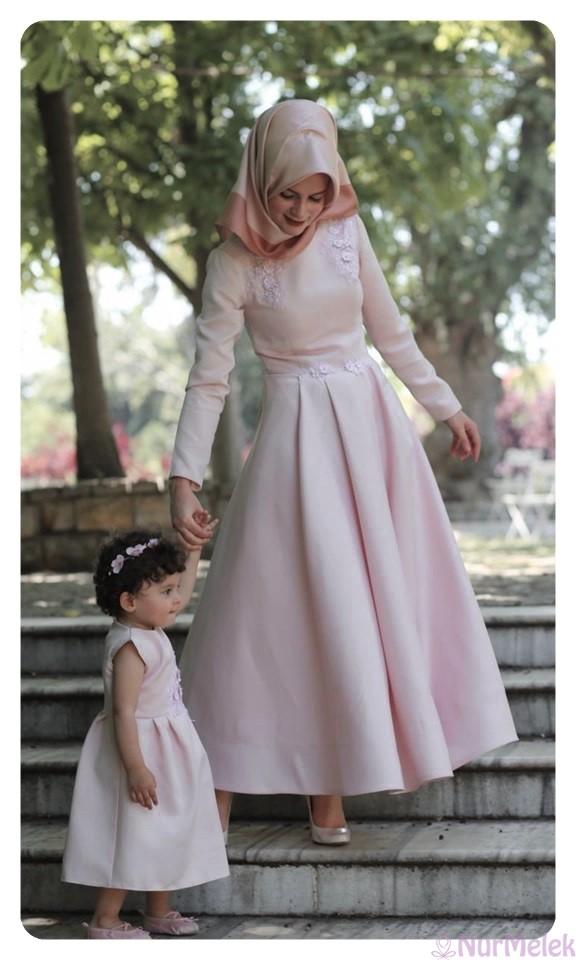 genç tesettür anne kız elbisesi