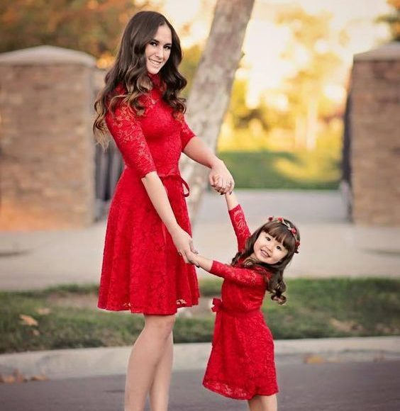 kırmızı abla kardeş elbise kombini