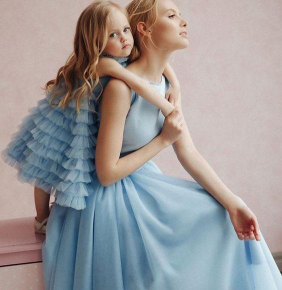 mavi abla kardeş elbise kombini