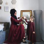 anne kız tesettür elbise kombini 2020