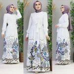 beyaz çiçekli desenli yazlık elbise