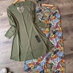 çiçekli pantolon tatil kombini